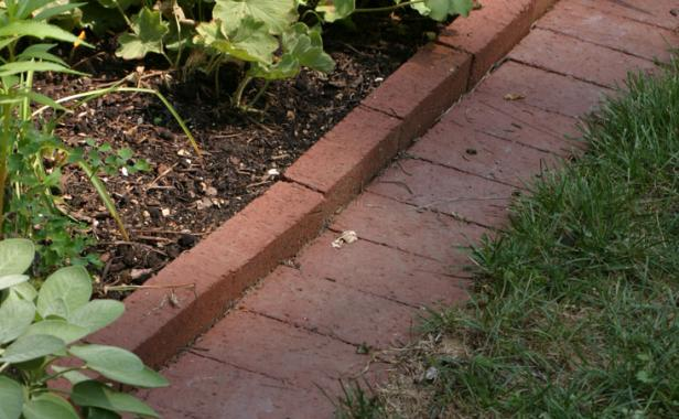 Get to Know Your Edging Options - FineGardening